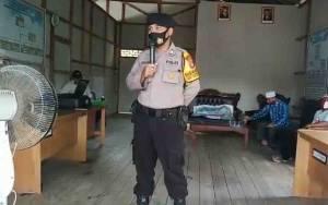 Bhabinkamtibmas Desa Mawar Mekar Awasi Penyaluran BLT DD