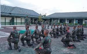 Bintara Baru Jalani Tradisi Masuk Satuan di Kodim 1011 Kuala Kapuas