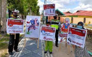 Satlantas Polres Sukamara Sosialiasikan Protokol Kesehatan Kepada Anak-anak