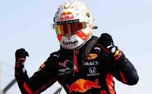 Kalahkan Duo Mercedes, Max Verstappen Juara Seri Balap F1 70 Anniversary GP