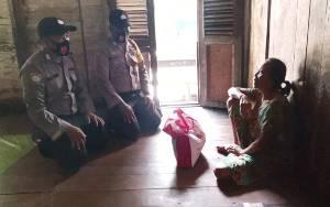 Polsek Banama Tingang Lakukan Baksos ke Sejumlah Desa Bantu Warga Kurang Mampu