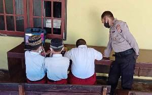 Polsek Dusun Tengah Sediakan Wifi Gratis Untuk Anak Sekolah