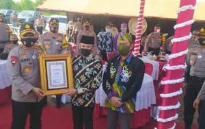Pemko dan DPRD Palangka Raya Terima Penghargaan dari Polda Kalteng