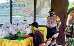 Pedagang Kelurahan Marang Jalani Rapid Test