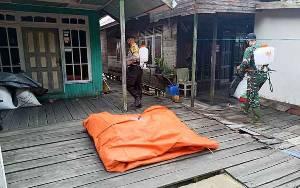 TNI-Polri di Pulang Pisau Semprot Disinfektan Cegah Penyebaran Covid-19