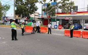Dinilai Rawan Kecelakaan, Persimpangan Depan Gapura Komplek Beringin Rindang Ditutup
