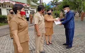 Pegawai Dinas Pertanian Terima SK Kenaikan Pangkat di Hari Kemerdekaan