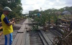 Dinas PUPR Kobar Segera Mendatangi Lokasi Jembatan Jebol Untuk Lakukan Penanganan Cepat