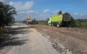 Jalan Kereng Pangi - Baun Bango Wilayah UPT Hiyang Bana yang Rusak Mulai Diperbaiki