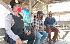 Personel Polsek Pulau Petak Sambangi Warga untuk Patroli Dialogis Jelang Pilkada Kalteng 2020