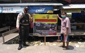 Pedagang dan Pengunjung Pasar Pembuang Hulu Wajib Masker