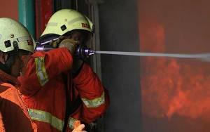 19 Armada Damkar Dikerahkan Padamkan Api di Tamansari