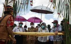 Bupati Kotawaringin Barat Harapkan Pemerintah Desa Sungai Dau Lebih Kreatif dan Inovatif