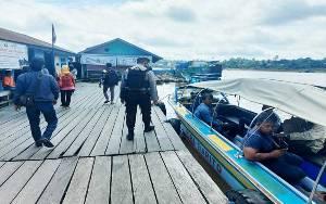 Satsabhara Polres Barito Utara Berikan Imbauan Protokol Kesehatan di Pelabuhan dan Bank