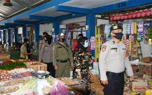 Anggota Polres Barito Utara Patroli Dialogis di Pasar Pendopo