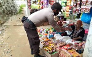 Sambangi Pasar, Aipda Kristianto Ajak Terapkan Protokol Kesehatan