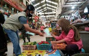 Satgas Covid-19 Palangka Raya Bagikan 500 Masker di Kawasan Pasar Kahayan