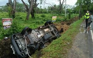 Mobil Pikap Terbalik Akibat Kecelakaan Tunggal di Kapuas
