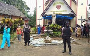 Personel Polsek Seruyan Tengah Lakukan Pengamanan Ibadah Minggu