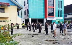 Polisi Lakukan Pengamanan Tes Kesehatan Paslon