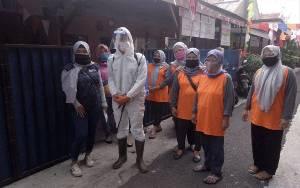 Warga Bukit Duri Gotong Royong Bantu Tetangga Terkena COVID-19