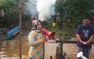 Jumat Bersih, Warga Pinggiran Sungai Arut Melakukan Gotong Royong
