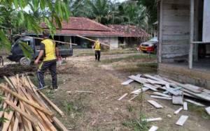Polsek Pangkalan Banteng Bantu Rehab Musala Desa Natai Kerbau