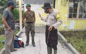 Orang Gila Pakai Seragam TNI Bawa Sajam di Palangka Raya