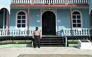 Personel Polsek Kapuas Barat Lakukan Pengamanan di Gereja