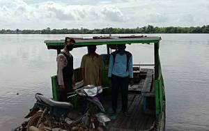 Polsek Pulau Petak Patroli ke Feri Penyeberangan Beri Imbauan Keselamatan