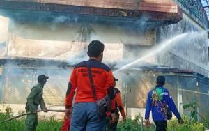 Polisi Selidiki Penyebab Terbakarnya Gedung Olahraga UPR