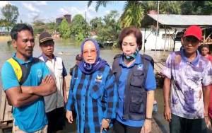 Tim NasDem Kawal Kemenangan Sugianto Sabran - Edy Pratowo Distribusikan Bantuan ke Korban Banjir di Katingan
