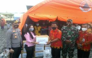 Polres Katingan Berikan Sembako dan Pakaian kepada Pengungsi Banjir