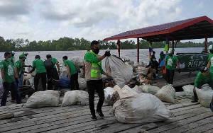 Gerakan Bersih Sungai Seruyan Kumpulkan 13 Ton Sampah