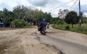 Jalan Dalam Kota Kuala Kurun Masih Rusak dan Berlubang