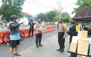 Kapolda Kalteng Cek Pengamanan di KPU Dengan Bersepeda