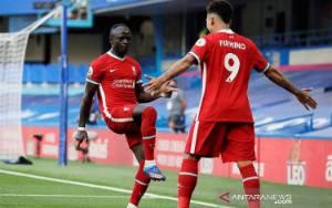 Liverpool Atasi 10 Pemain Chelsea 2-0