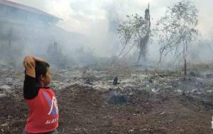 Kebakaran Lahan di Jalan Pramuka Hampir Menghanguskan Rumah Warga