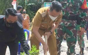 Wali Kota Palangka Raya Tanam Pohon Perdana Pembukaan TMMD Ke-109