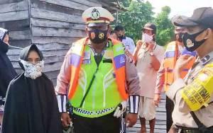 Pantai Cemara Labat Pahandut Seberang Jadi Sasaran Bakti Sosial
