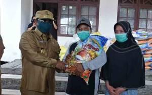 Wakil Gubernur Kalteng Serahkan Bantuan Pemprov untuk Korban Kebakaran di Desa Pujon Kapuas