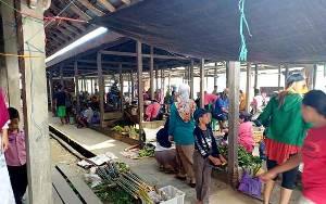 Perputaran Uang di Pasar Mingguan Desa Bukit Sawit Capai Rp 300 Juta