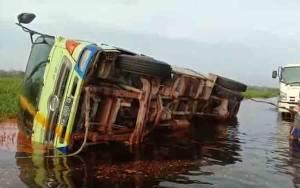 Truk Tangki CPO Terguling di Titik Banjir Jalur Pangkalan Bun - Kotawaringin Lama