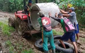 Begini Semangat Warga Desa Sibung dan Dusun Layung Habang Bantu Kegiatan TMMD
