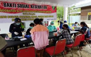 Warga Desa Tumbang Pajangei Dapat Bantuan Sembako dan Layanan Kesehatan Gratis dari Polda Kalteng