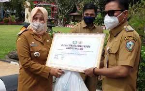 Pemkab Kotim Serahkan Bantuan Sembako Untuk 4.345 KK Korban Banjir