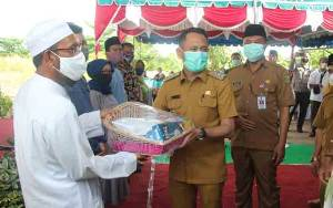 Pemko Palangka Raya Beri Bantuan untuk Pondok Pesantren Manbau Darissalam