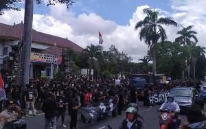 Polresta Denpasar Bubarkan Demo Tuntut Bebaskan Jrx