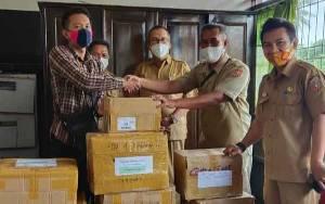 Sejumlah Penerbit Berikan Bantuan Buku Pada Sekolah Terdampak Banjr di Kecamatan Kolam