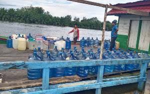 Relawan PKS Salurkan Air Bersih untuk Warga Terdampak Banjir